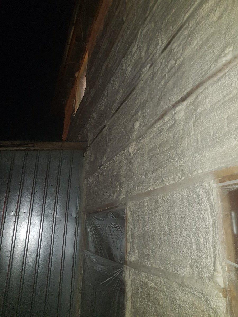 fasadinės sienos šiltinimas poliuretanu